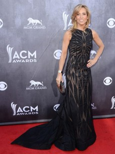 Sheryl Crow is the definition of a hot mom. She's 52 and she's looking better than some of the 20 somethings.