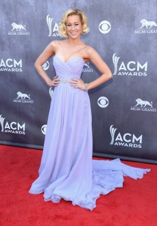Kelle Pickler picked the perfect shade of blue to look amazing with her complexion.
