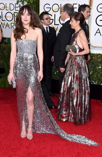 Silver was one of the hot colors this Golden Globes. I looked this look.