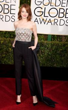 Emma Stone killed it in this jumper. The jumper trend is one of my favorite trends of this year.